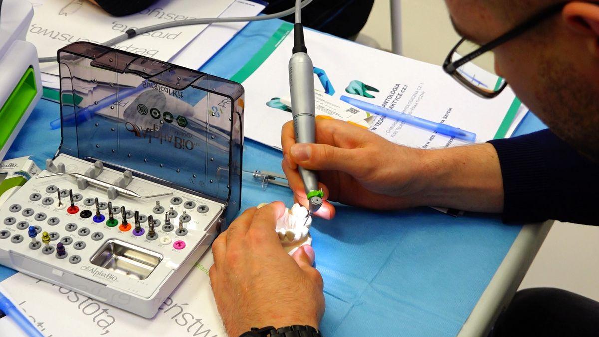 preludium-implantologii-s03-e1-1-030