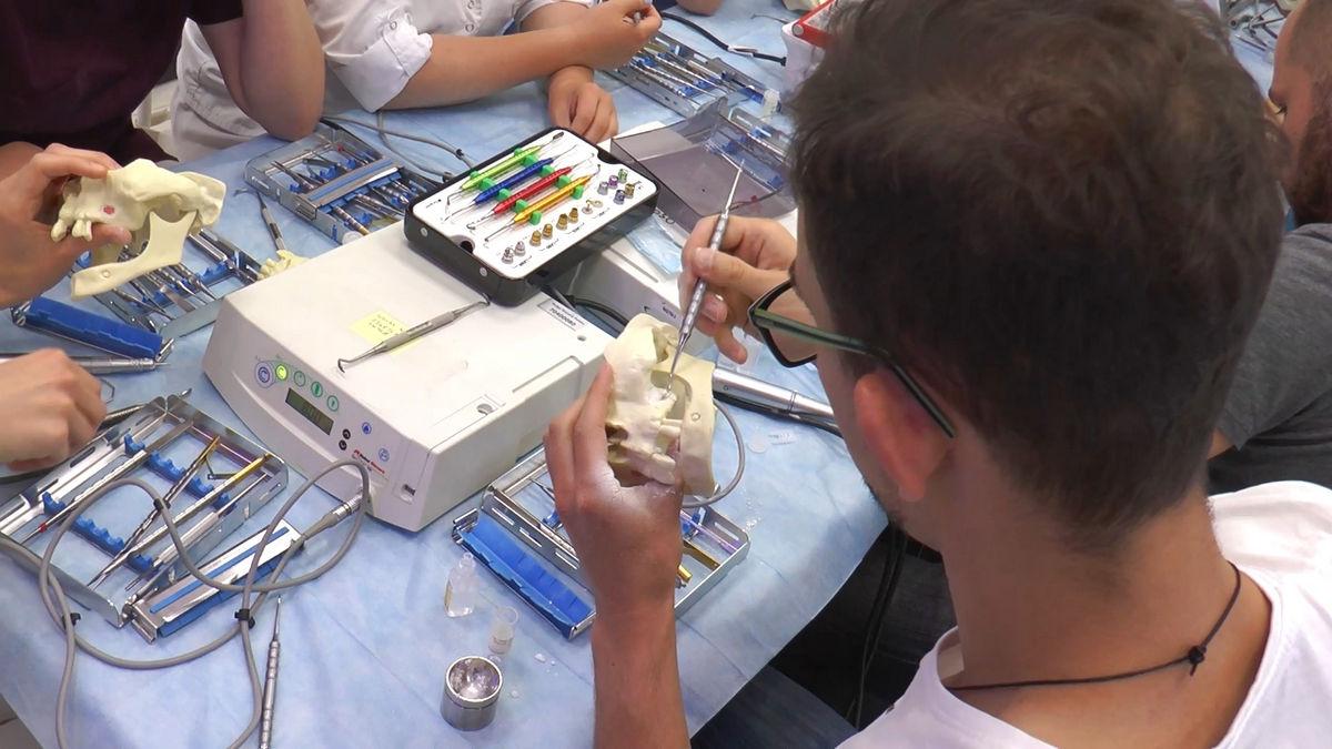 practiculum-implantologii-siv-s3-028