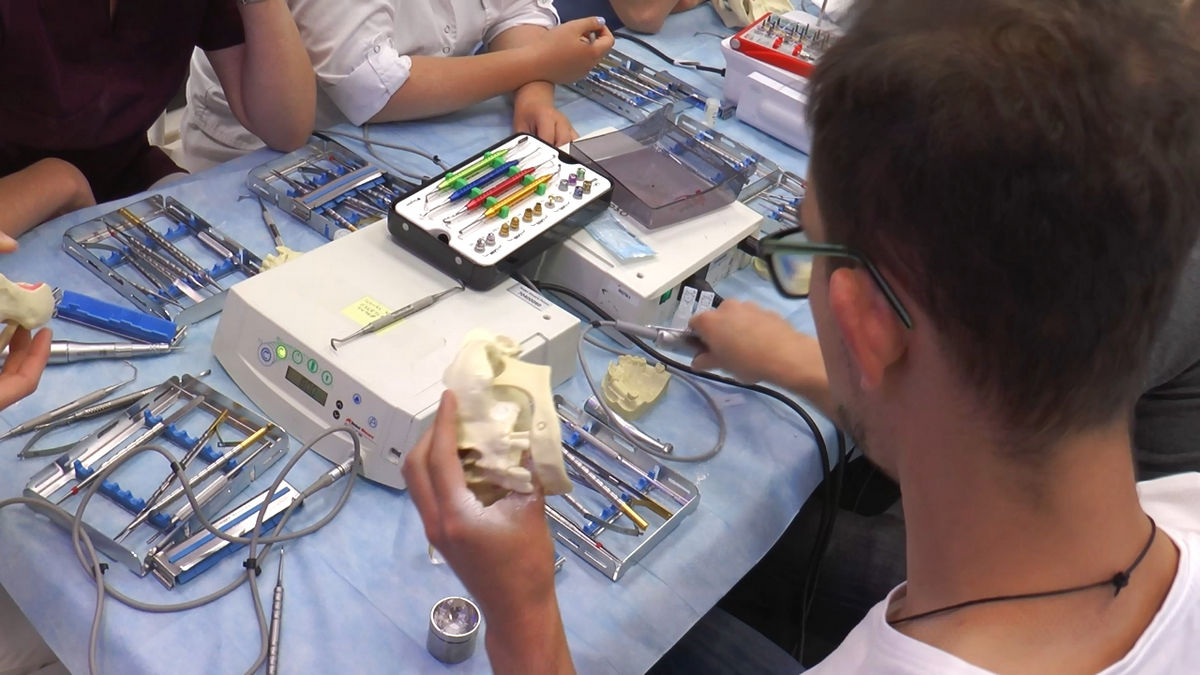 practiculum-implantologii-siv-s3-031