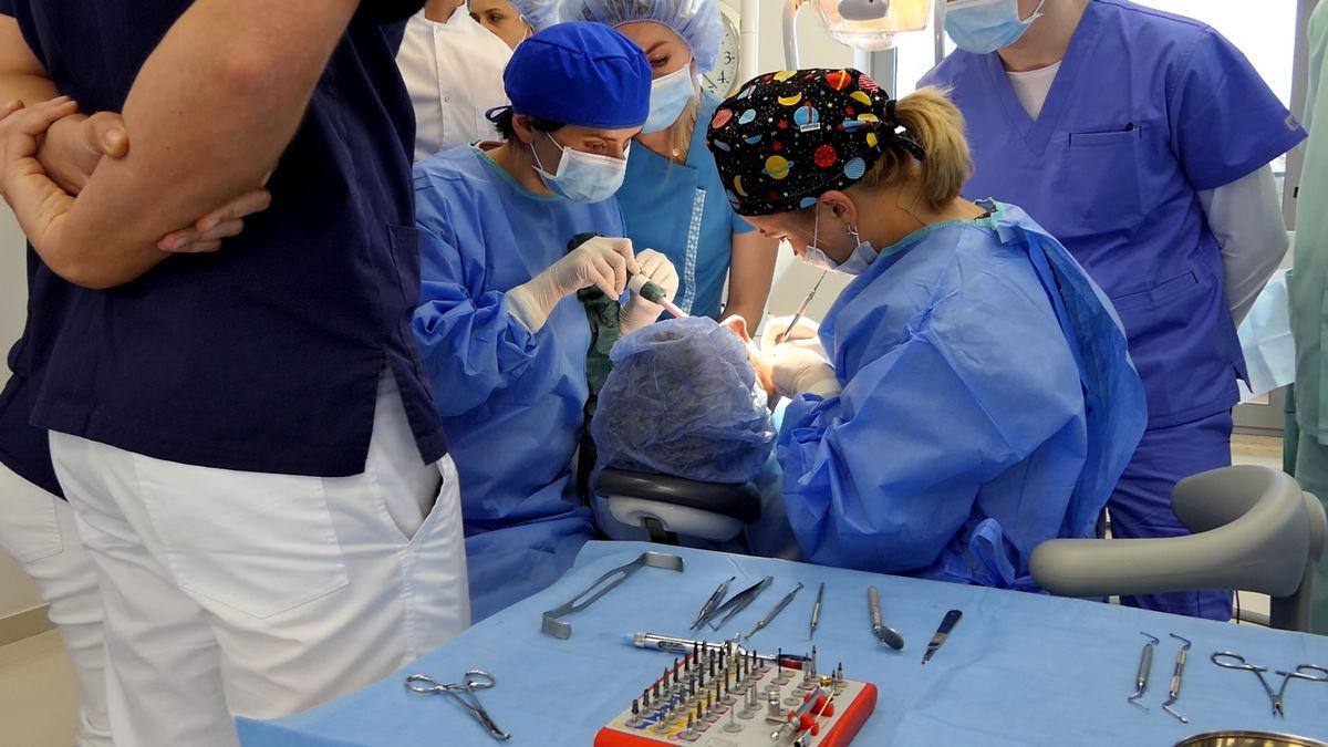 practiculum-implantologii-svi-s2-073