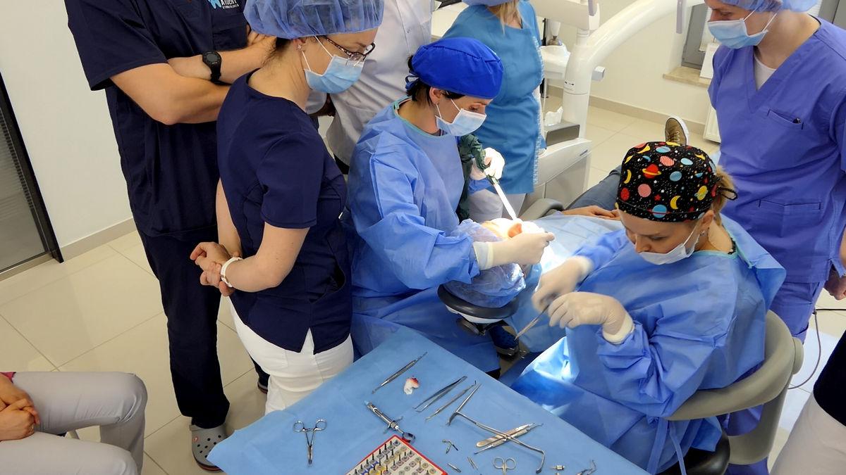 practiculum-implantologii-svi-s2-094