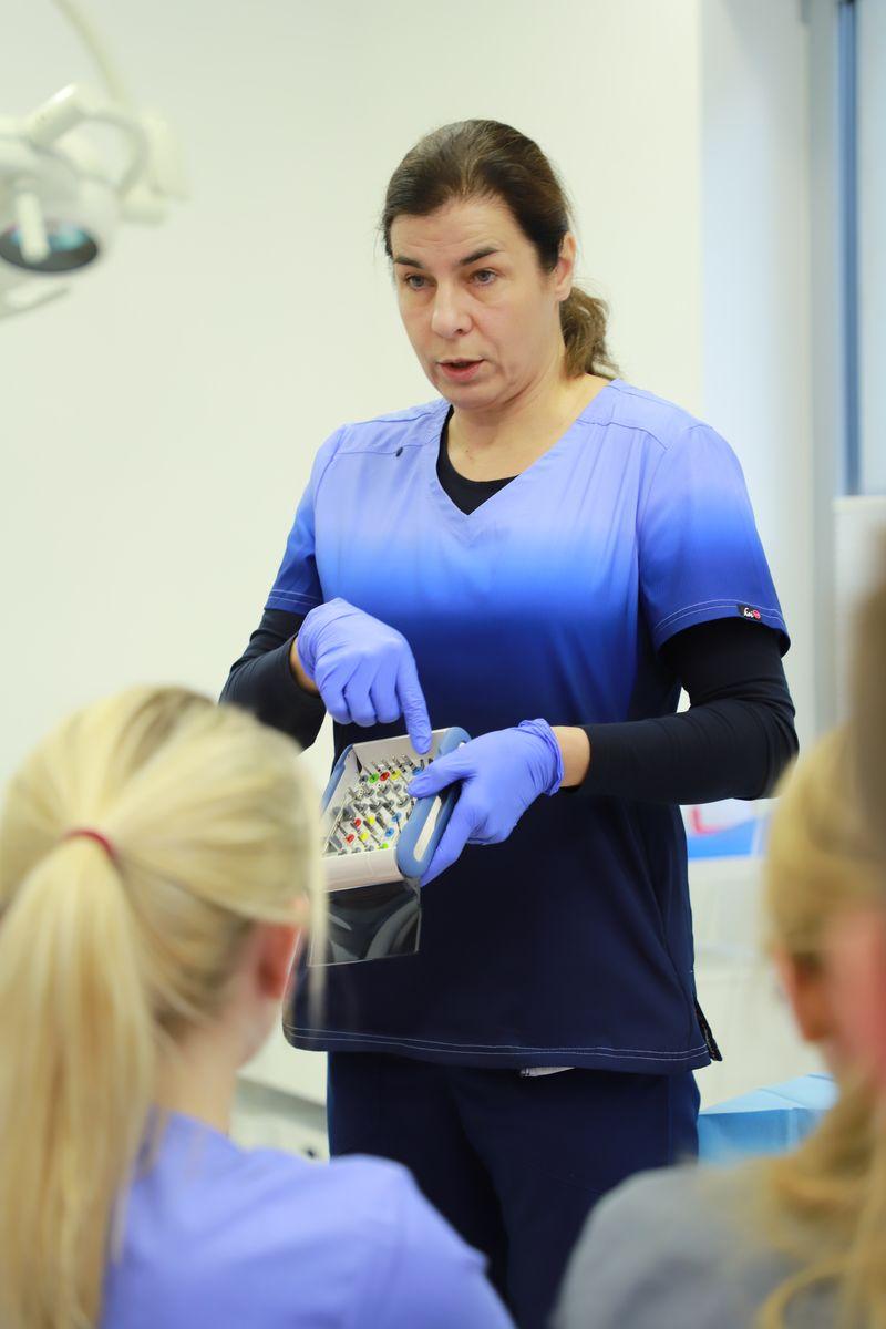 practiculum-implantologii-svi-s8-038