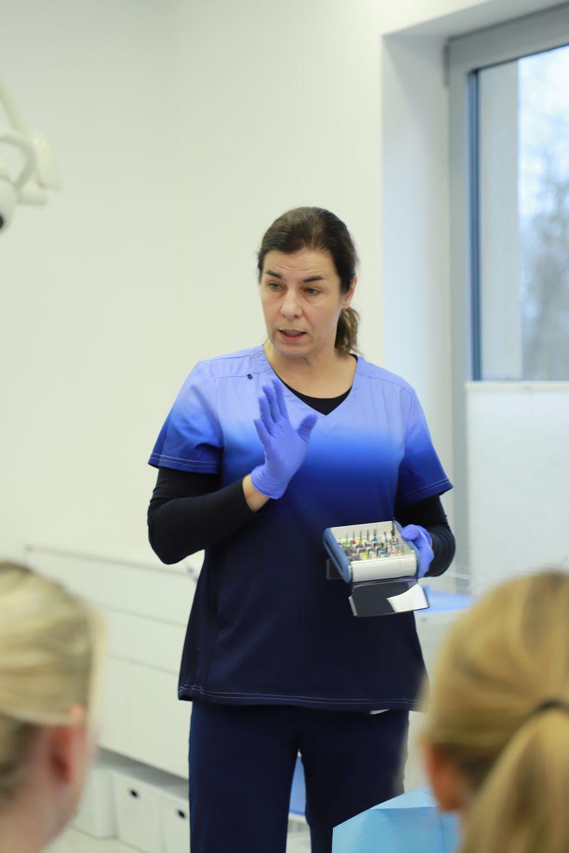 practiculum-implantologii-svi-s8-041