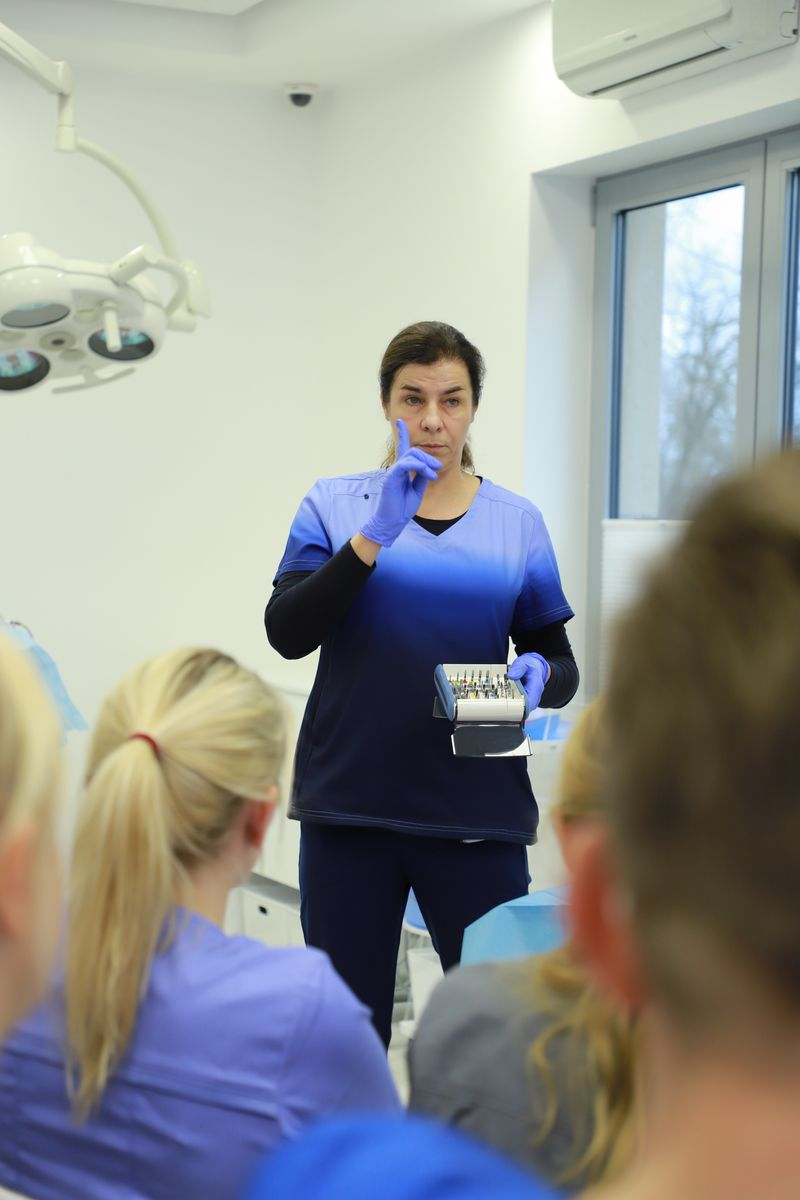 practiculum-implantologii-svi-s8-042