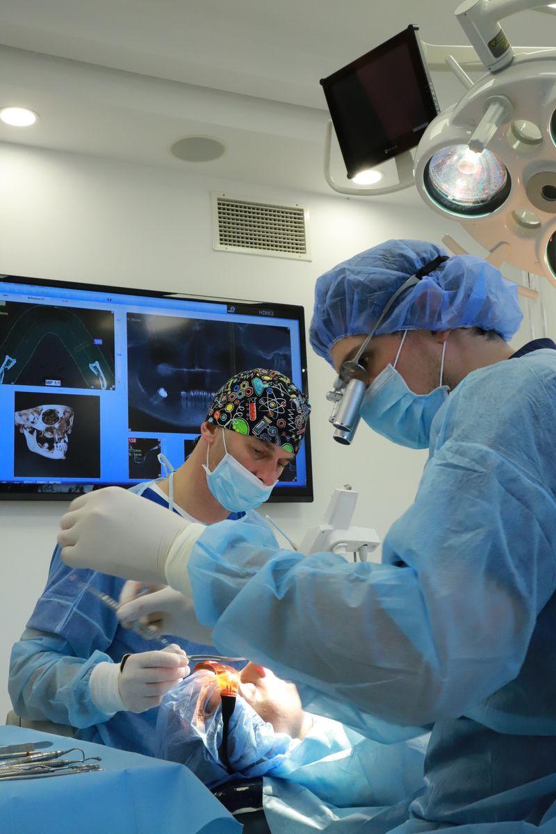 practiculum-implantologii-svi-s8-046
