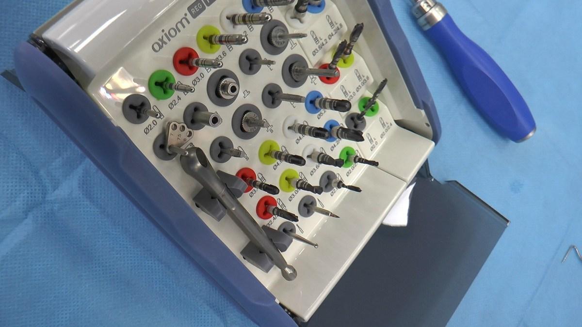 practiculum-implantologii-se-vii-gb-s3-024
